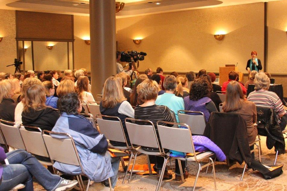 Lori Schaefer speaking at Duluth Women's Expo 2015